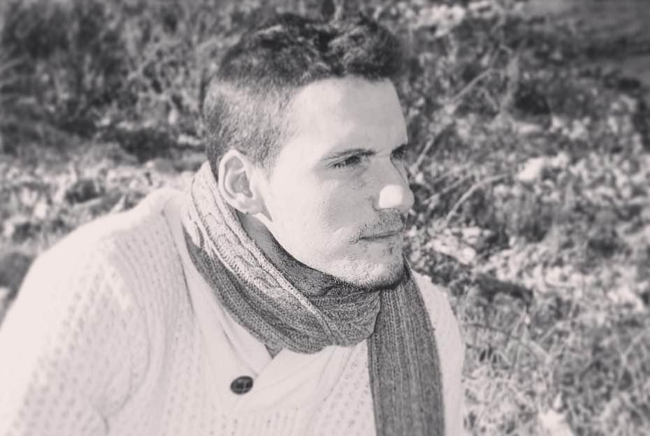 Emi Negre, autor de 'Bullying - Secuelas del Pasado' es un escritor y poeta argentino afincado en España