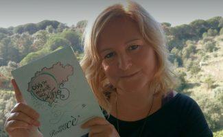 Mercé Roura  con su último libro
