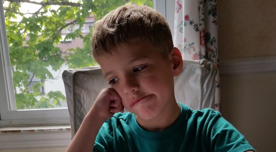 ¿Cómo puede una madre/padre/tutor saber si su hijo está sufriendo acoso escolar?