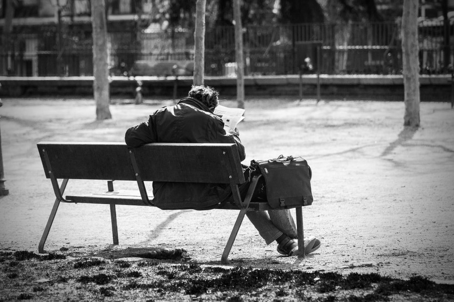 man-on-a-bench-2069539_1280_Fotor