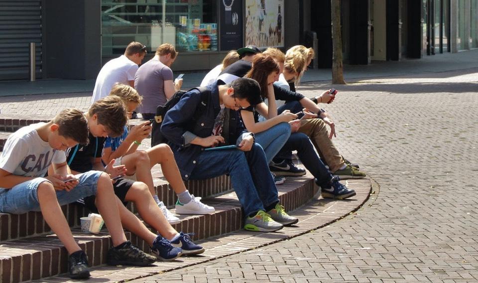 Adicción a las 'pantallas' de móvil y tabletas